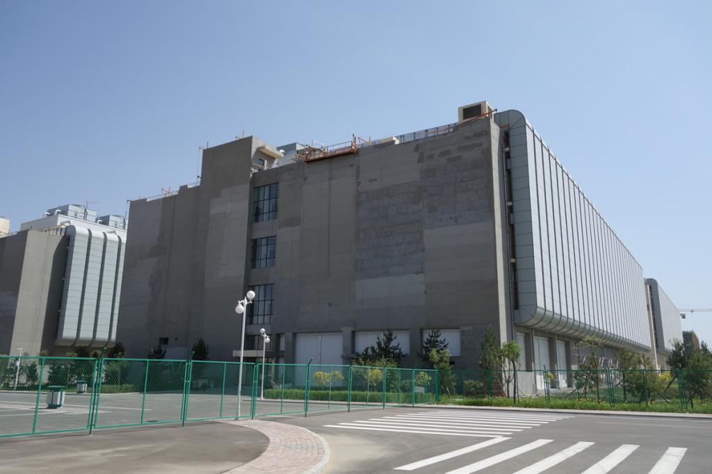 データセンタは4階建て。それぞれの建物に発電機、UPS等の設備がある。