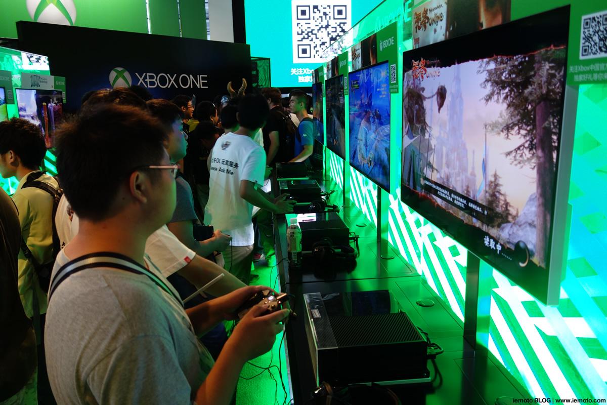 Microsoft Xbox Oneのブース。プレイできるコーナーが設けられ、かなりの人数の列が集まり賑わっていました