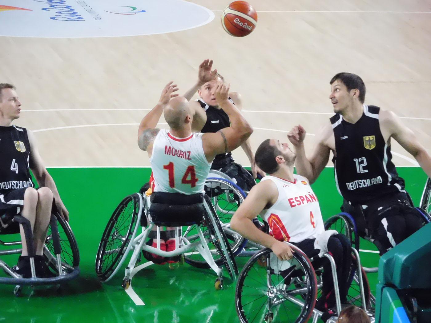 競技用の車椅子がぶつかりあう音。戦いの音、という感じです。