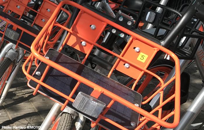 Mobikeのカゴにつけられているソーラーパネル