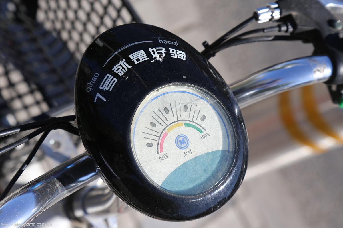 7号電単車のバッテリーメーター。上海の方はこのデザイン、見覚えがおありでは。
