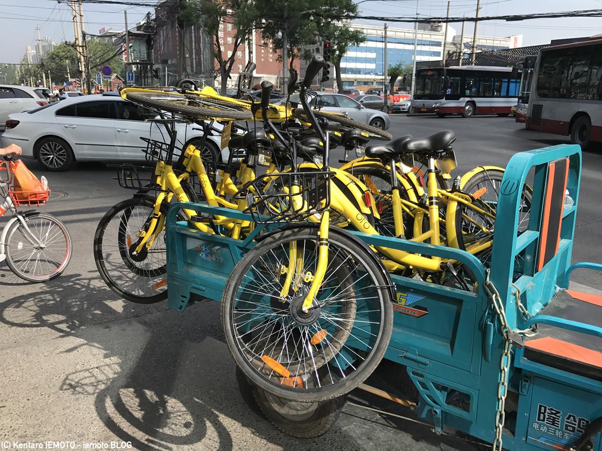 Ofoの自転車を移動している様子