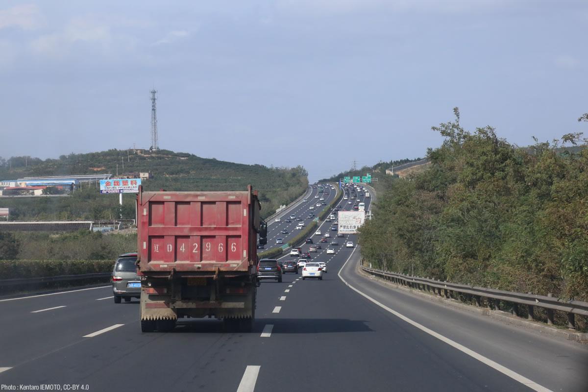 ひたすら高速道路で走る。