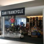 SAN FRANCYCLEのショップの正面。自転車グッズがあるとカラダが反応するように出来ている。