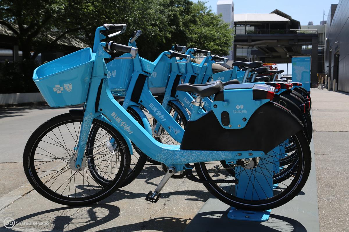 BLUE BikesのHub。全体が水色で統一されている。